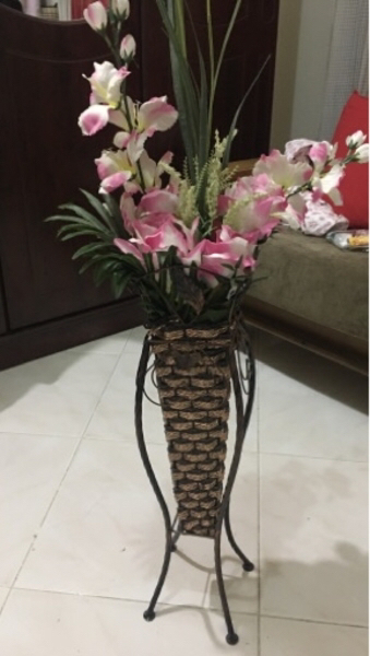 Used Artificial flower stand in Dubai, UAE
