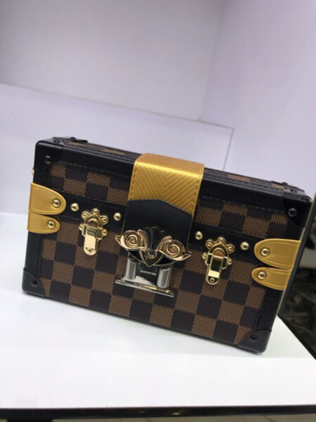 Used LV bag for womon in Dubai, UAE