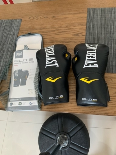 Used Boxing punch bag + boxing gloves in Dubai, UAE