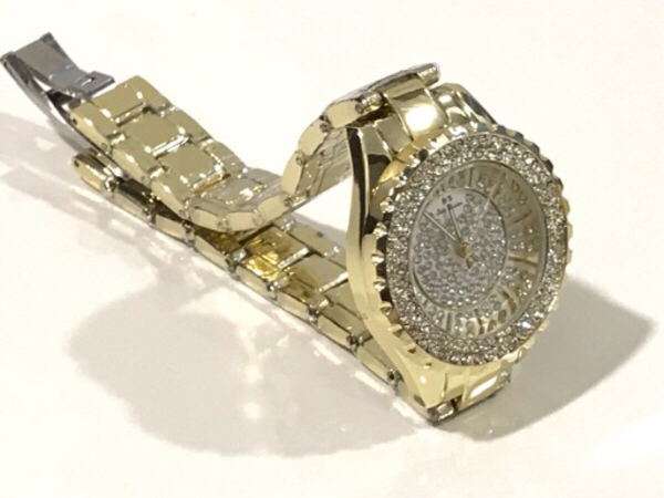 Used NEW Bee Sister Woman Quartz Watch Gold in Dubai, UAE