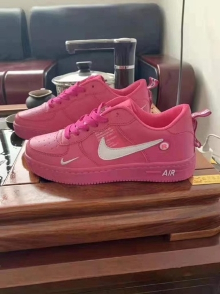 Used NIKE LADIES SHOES PINK 36 to 40 size in Dubai, UAE