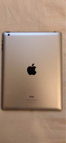 Used iPad 4 32 GB with Face Time in Dubai, UAE
