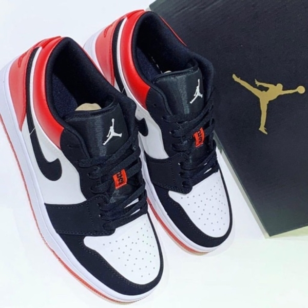 Used Original Nike Jordan 1 black toe size 42 in Dubai, UAE