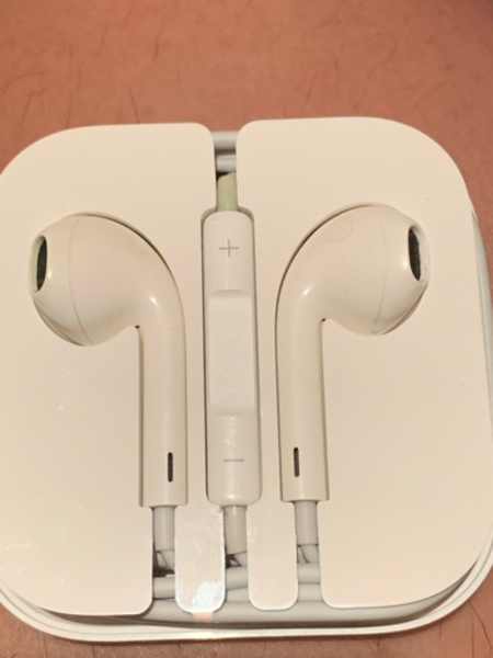 Used Authentic Apple Headset in Dubai, UAE