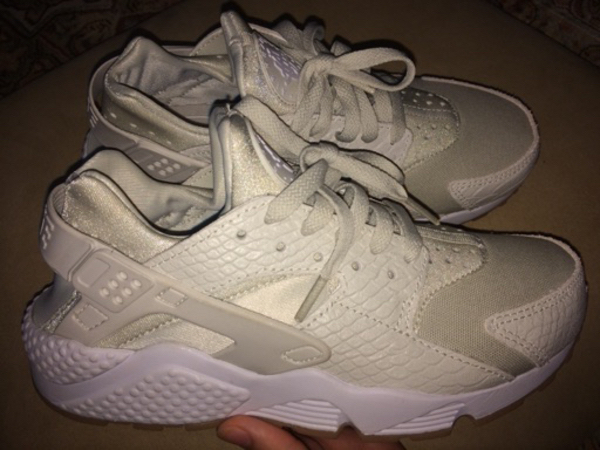 Used Brand new Limited edition nike huaraches in Dubai, UAE