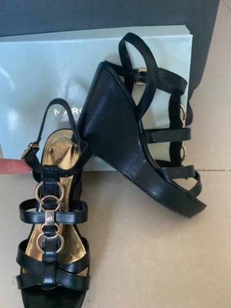 Used 💋Marc Fisher💋 wedges size 9.5 in Dubai, UAE