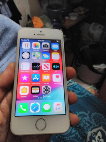Used iPhone 5s 16gb apple orginal finger.* in Dubai, UAE