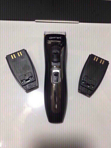Used Hair Trimmer with 2 batteries in Dubai, UAE