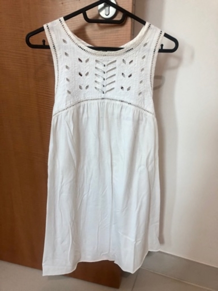 Used White blouse in Dubai, UAE
