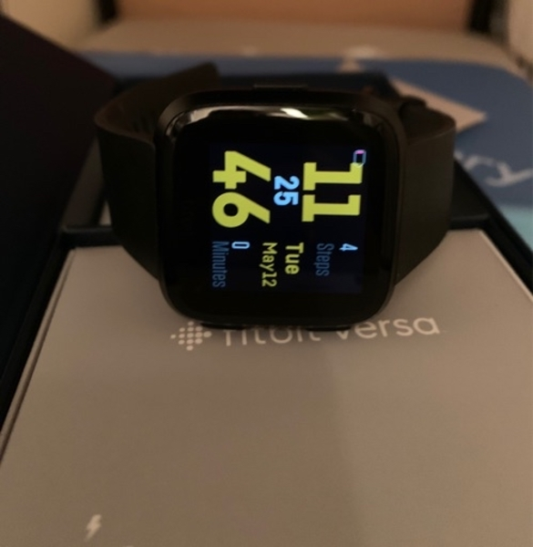 Used Fitbit Versa 1 in Dubai, UAE