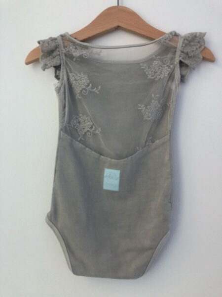 Used BRAND NEW Cotton outfit + accessories in Dubai, UAE