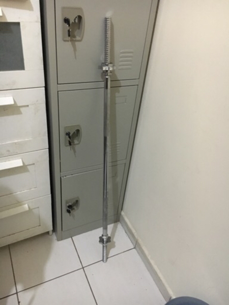 Used Fitnessbarbell weight bar with spin lock in Dubai, UAE