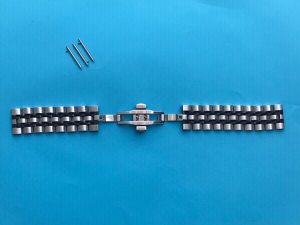 Used Galaxy Watch Replacement Chain 22 mm in Dubai, UAE