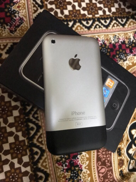 Used iPhone stev jobs first generation  in Dubai, UAE