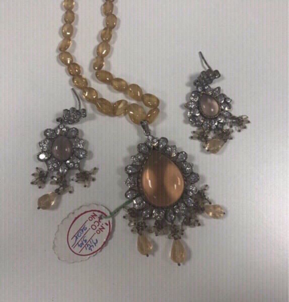 Used Antique Style Necklace and Earrings Set in Dubai, UAE