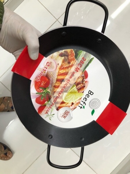 Used Nonstick seafood pan/ 28 cm / new in Dubai, UAE