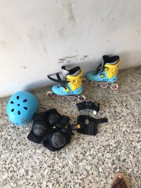 Used Skating roller shoes with full attire in Dubai, UAE