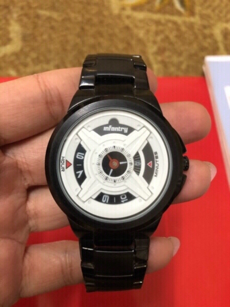 Used men watch black in Dubai, UAE