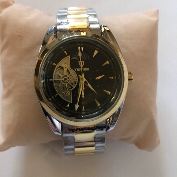 Used Golden and silver wristwatch ⌚️ in Dubai, UAE