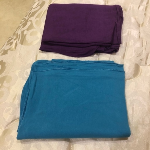 Used Scarf stretched 1 piece 15 AED in Dubai, UAE