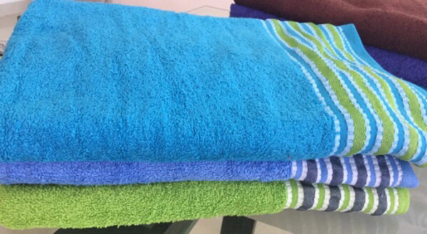 Used Bathing towels Different Colours in Dubai, UAE