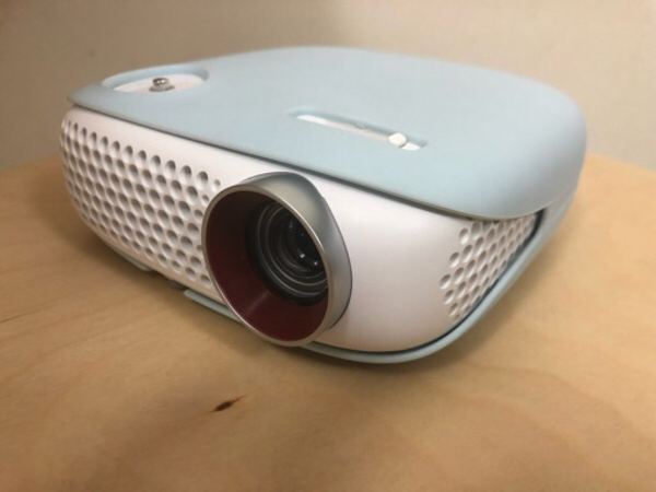 Used LG LED projector PW800 in Dubai, UAE