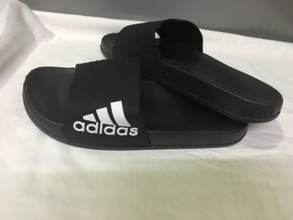 Used Adidas men's slippers size 42 new in Dubai, UAE