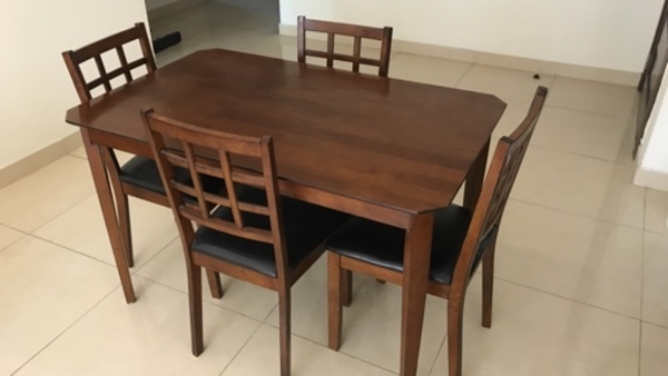 Used 4 persons Dining Table in Dubai, UAE