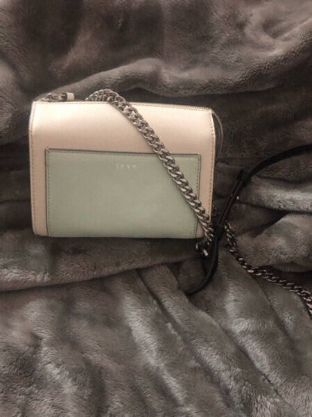 Used Original DKNY bag 🎀❤️ in Dubai, UAE