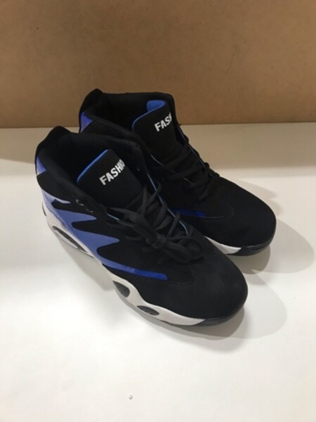 Used Sport shoes/ جزمة رياضية in Dubai, UAE