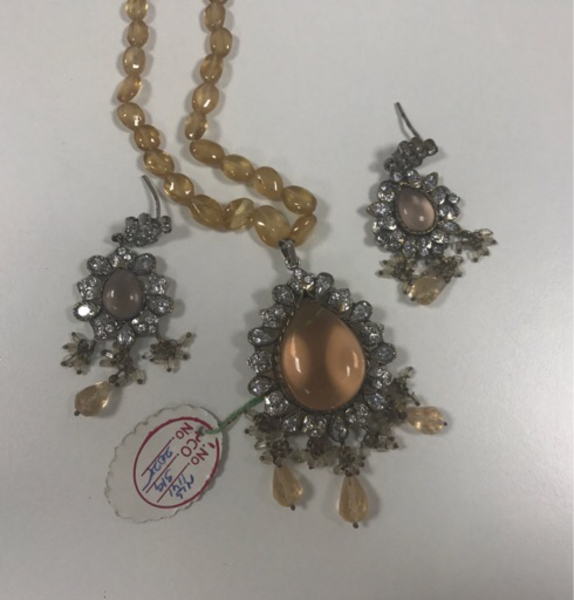 Used Antique Necklace and Earrings Set in Dubai, UAE