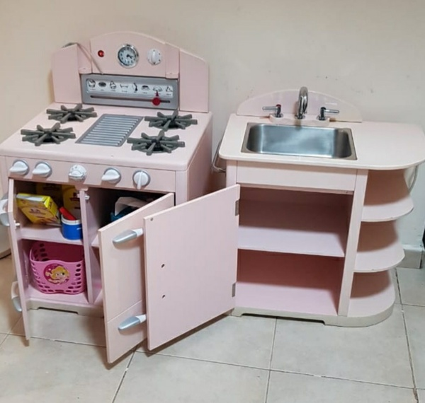 Used Pottery barn toy kitchen. RP 1500 aed in Dubai, UAE