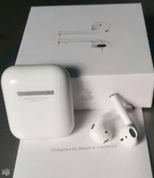 Used Master copy Apple Airpods 2 in Dubai, UAE