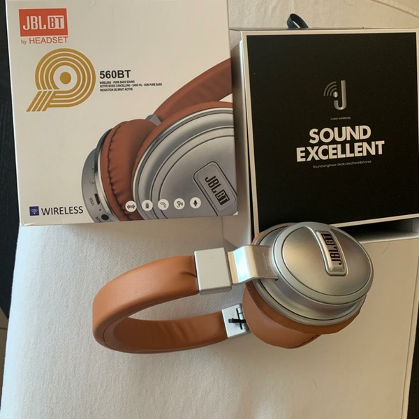 Used JBL 560BT Headset in Dubai, UAE