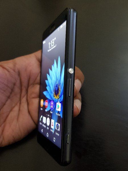 Used Sony Z3 compact in Dubai, UAE