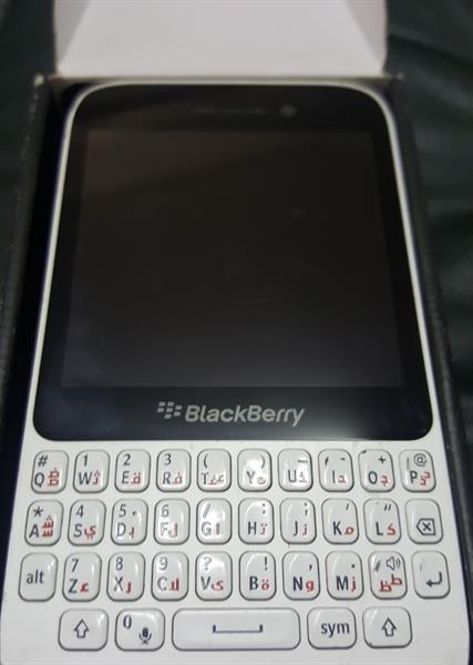 Blackberry Q5 # White # With Box And Charger