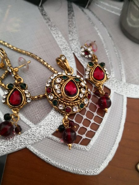 Used Pendent set with chain only aed 15 in Dubai, UAE
