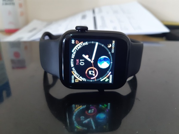 Used W34 SMART WATCH WITH CALLING FEATURES in Dubai, UAE