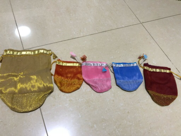 Used 5 pieces of gift pouches - different siz in Dubai, UAE