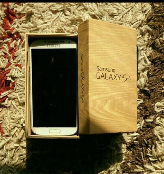Used Galaxy S4 16 Gb White With Box And Cases in Dubai, UAE