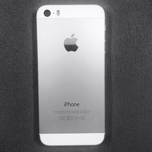 IPHONE 5s  32GB.  SILVER. COLOR