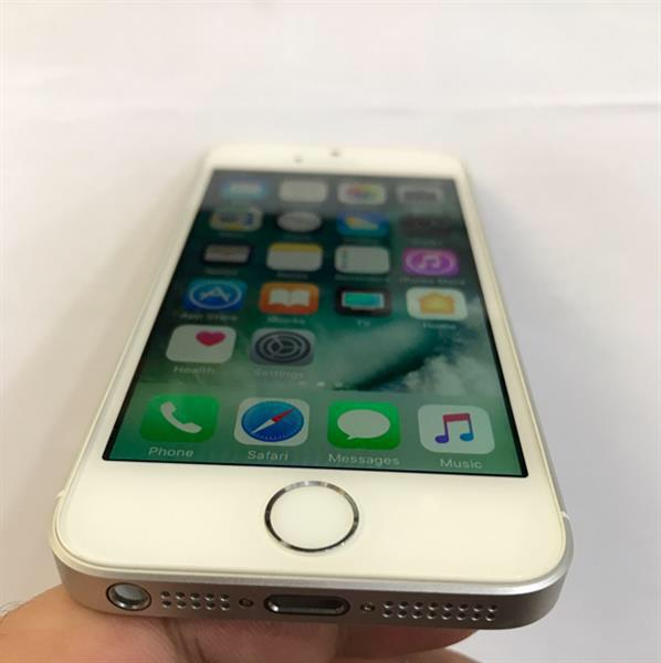 iPhone SE 64GB Silver, With Warranty Piece, Used Hardly 15-20 Days, Only Unit, No Accessories