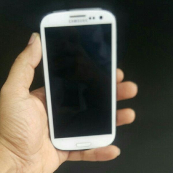 Used Samsung s3 white used almost 2 year in Dubai, UAE