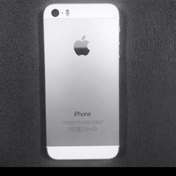 Iphone5s. 32.GB.    SILVER COLOR