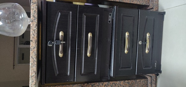 Used Bed side table (drawers) in Dubai, UAE