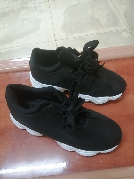 Used sneakers and lightweight moccasins shoes in Dubai, UAE