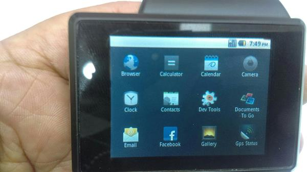 Used Samsung Z1 Smart android 2.2 Watch ,Wi-Fi,full HD Screen,5 MP cemra  in Dubai, UAE