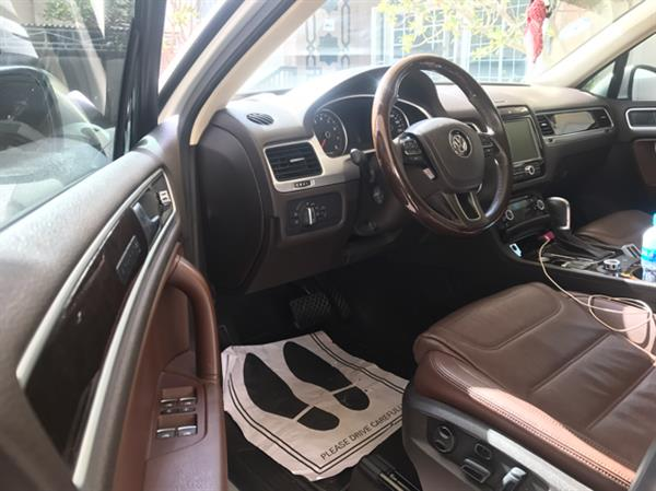 Used Volkswagon Touareg!! Two years drove only in Dubai, UAE
