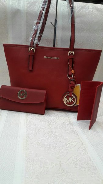 Used MICHAEL KORS LADIES HANDBAG SET in Dubai, UAE