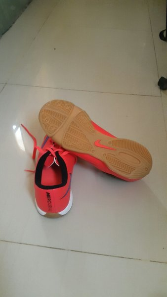 Used Red nike shoes in Dubai, UAE